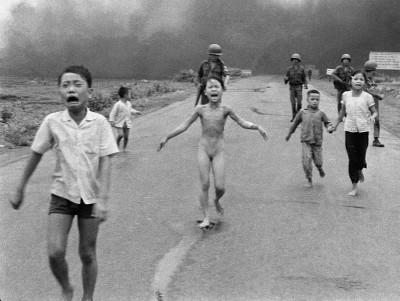 Nick Ut (Huynh Cong Ut, dit) - Vietnam Napalm Trang Bang, 1972
